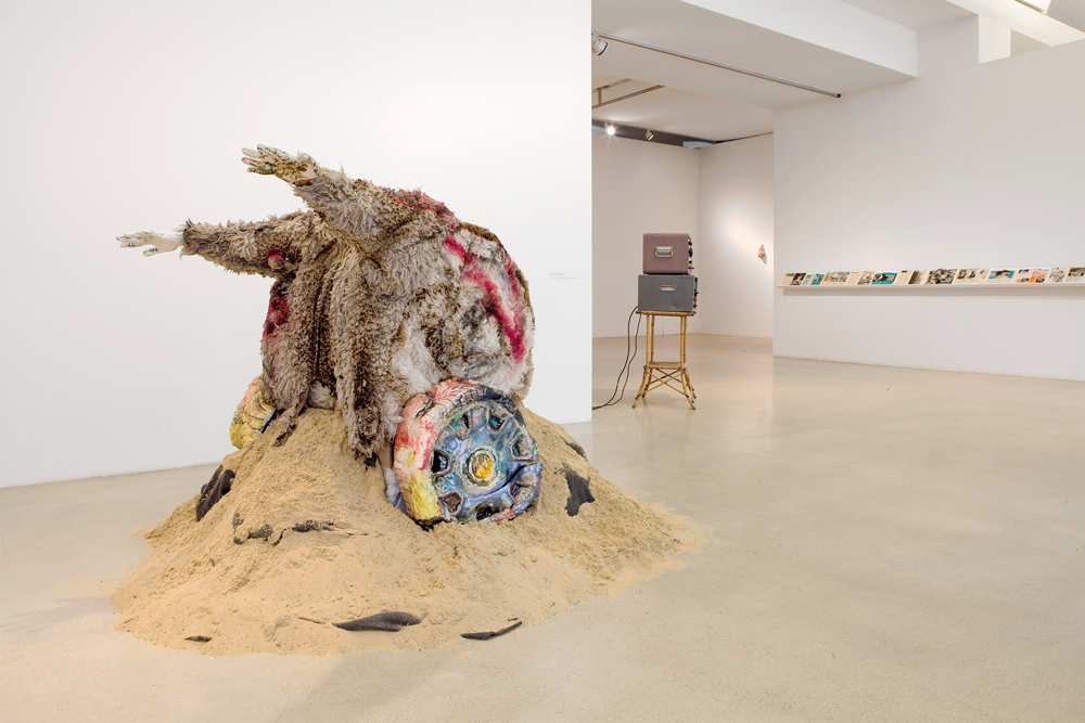 2012. Ceramics, lamb fur, spray paint, seashells, sand. Photo by Katharina Reckendorfer.